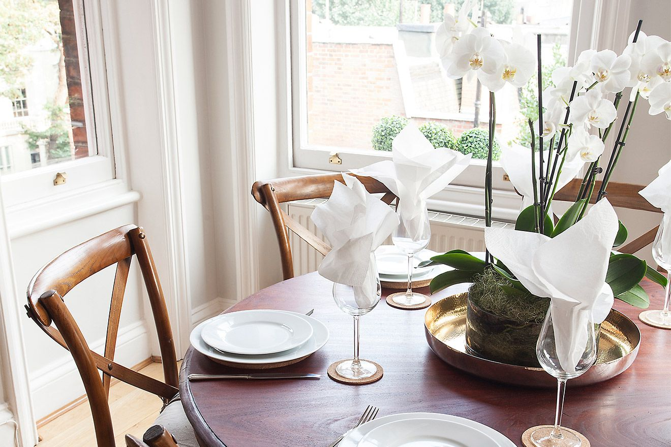 Set table for dining in the Austen vacation rental offered by London Perfect