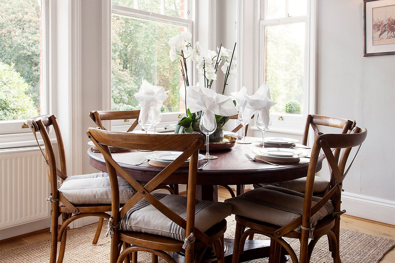 Beautiful wooden table seats 6 people in the Austen vacation rental offered by London Perfect
