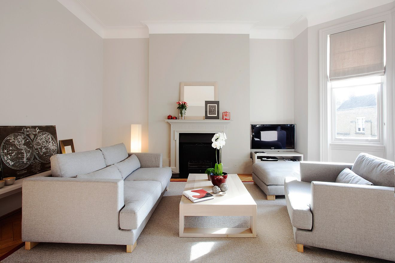 Large bright living room of the Sloane vacation rental offered by London Perfect