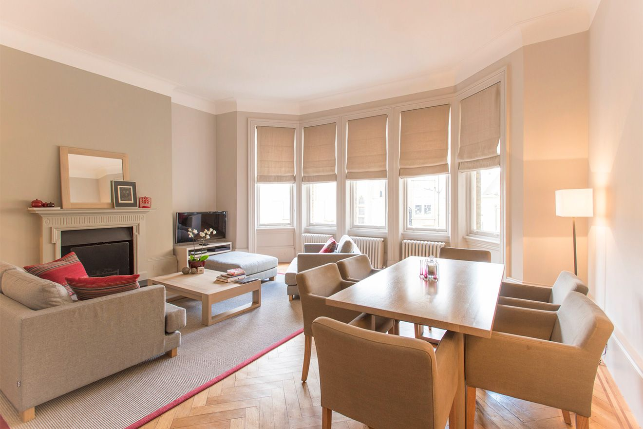 Spacious living room of the Sloane vacation rental offered by London Perfect
