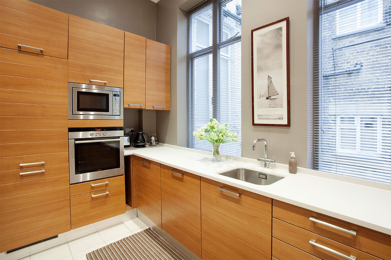 Cenvection oven and microwave in the Sloane vacation rental offered by London Perfect