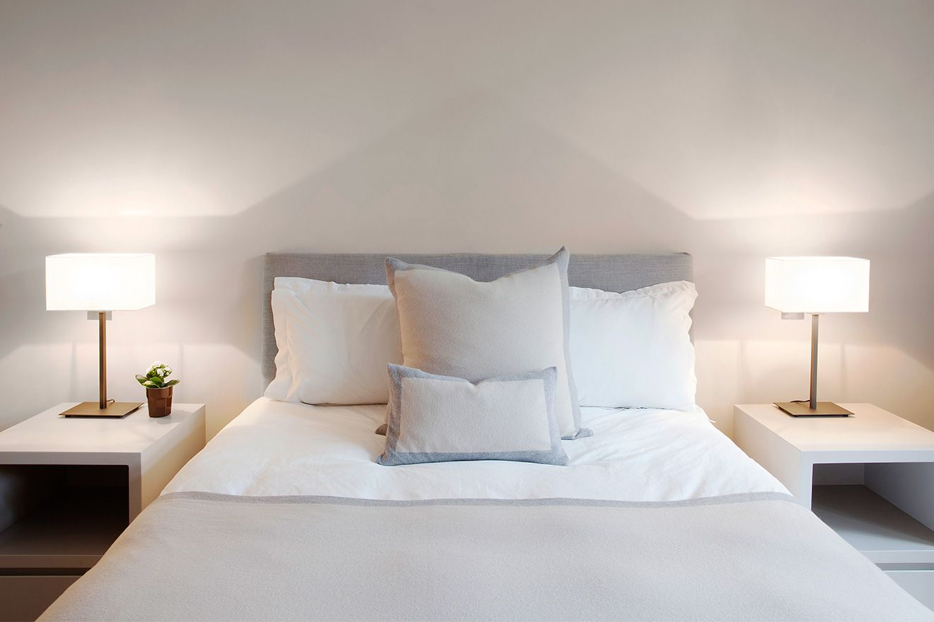 Chic bedside lamps in the Sloane vacation rental offered by London Perfect