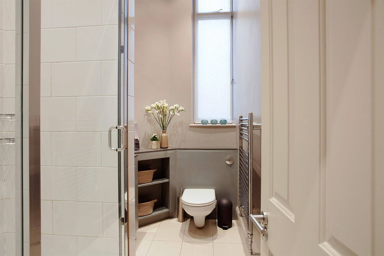 Second bathroom of the Sloane vacation rental offered by London Perfect