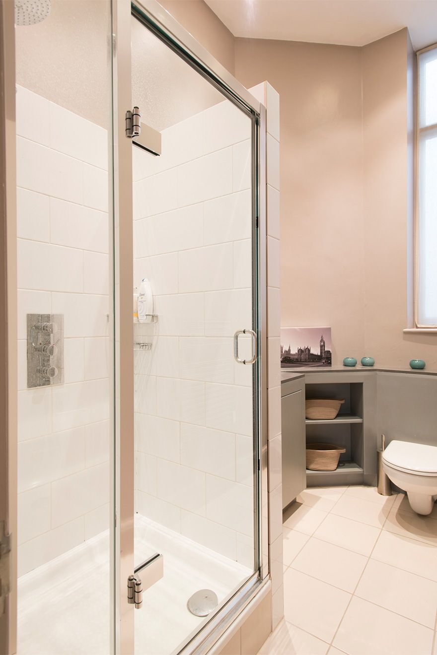 Shower in the second bathroom of the Sloane vacation rental offered by London Perfect