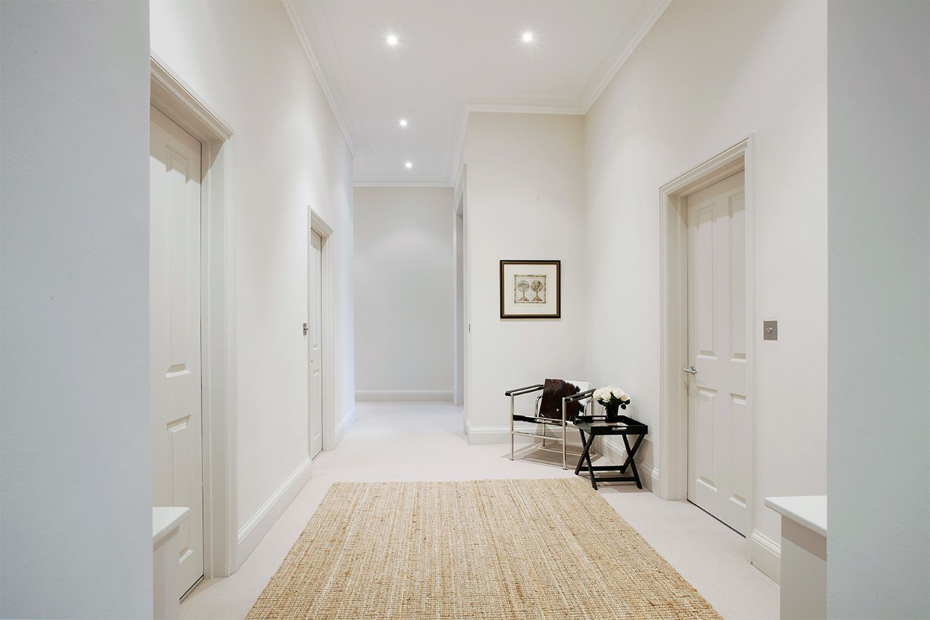 Large entryway of the Sloane vacation rental offered by London Perfect