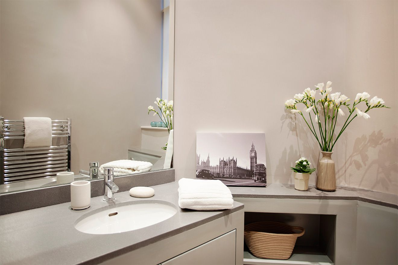 Stylish second bathroom of the Sloane vacation rental offered by London Perfect