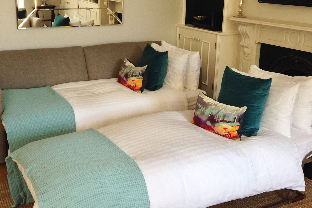 Sofa Bed as Twin Beds in the Austen vacation rental offered by London Perfect