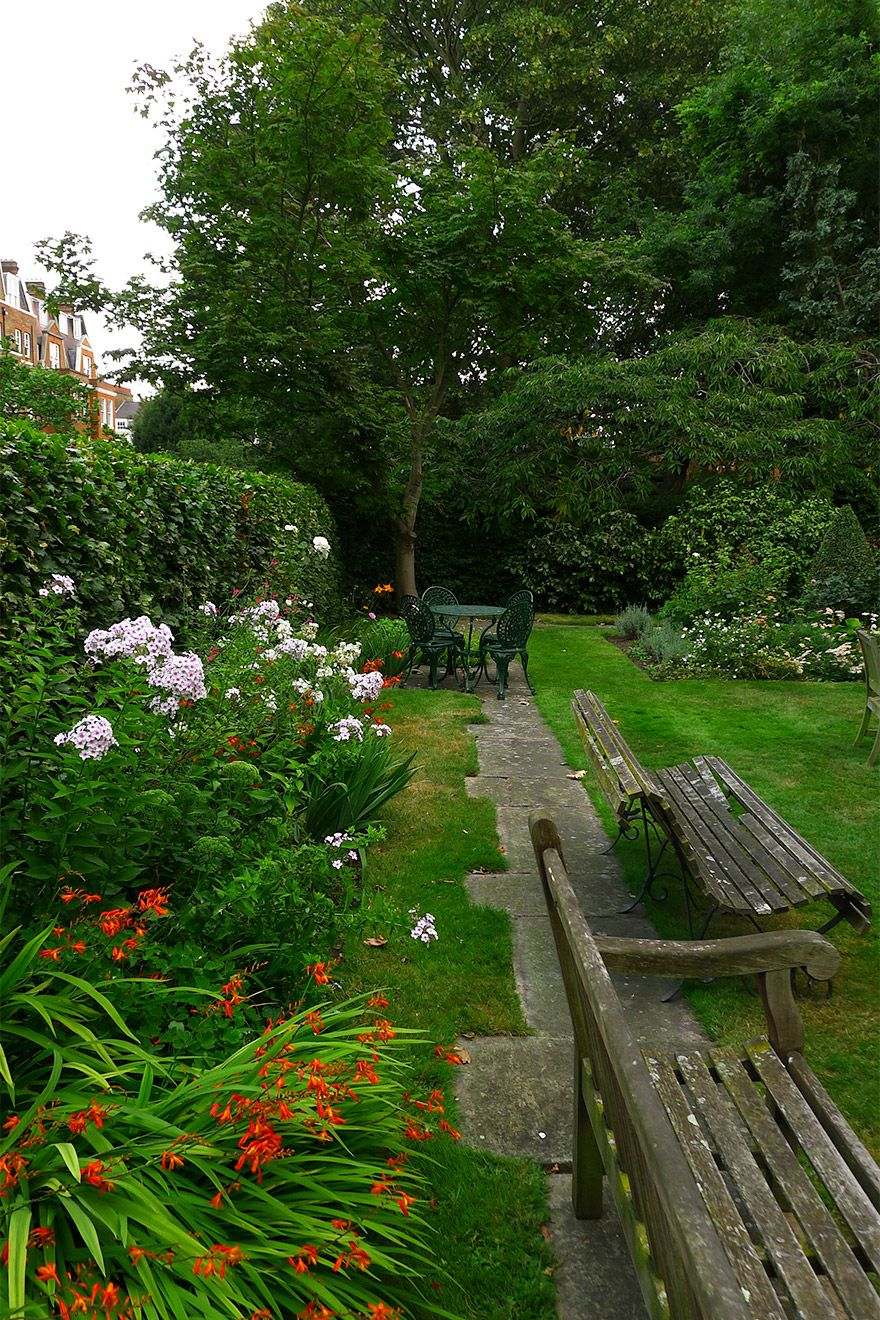 Garden Bench Seats in the Austen vacation rental offered by London Perfect