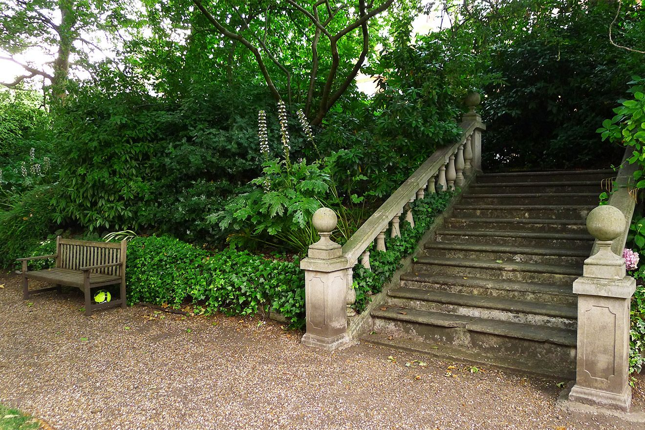 Steps to the shared garden in the Austen vacation rental offered by London Perfect