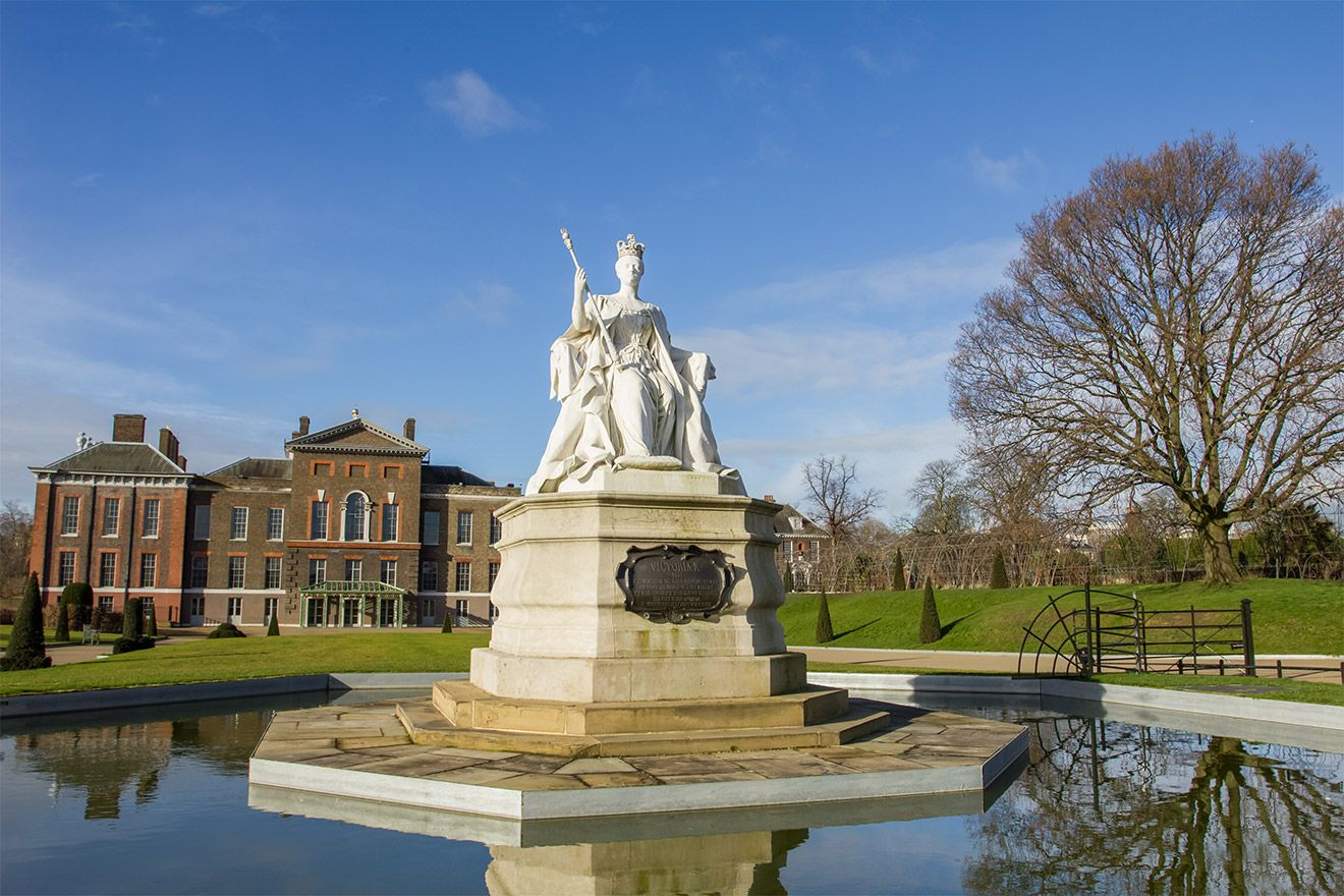 Fountain in Kensington Palace and Gardens