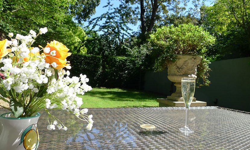 Sunny garden of the Chatham vacation rental offered by London Perfect