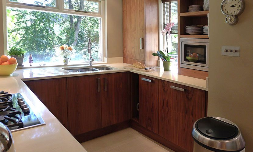 Gorgeous kitchen with huge windows in the Chatham vacation rental offered by London Perfect