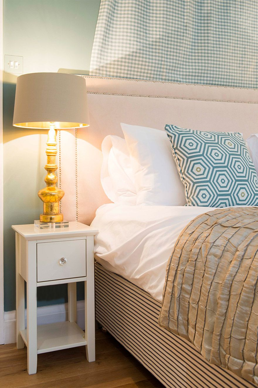 Side tables and lamps in the Eldon vacation rental offered by London Perfect