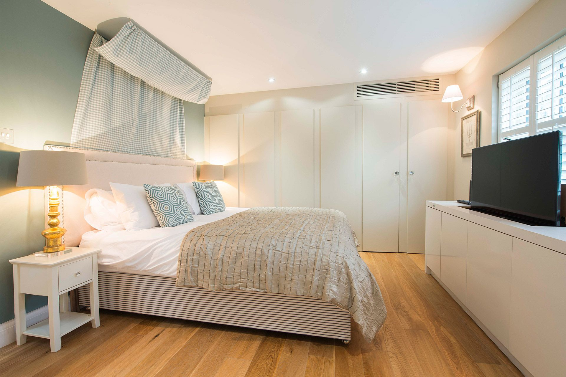 Flat screen TV in the Master bedroom of the Eldon vacation rental offered by London Perfect