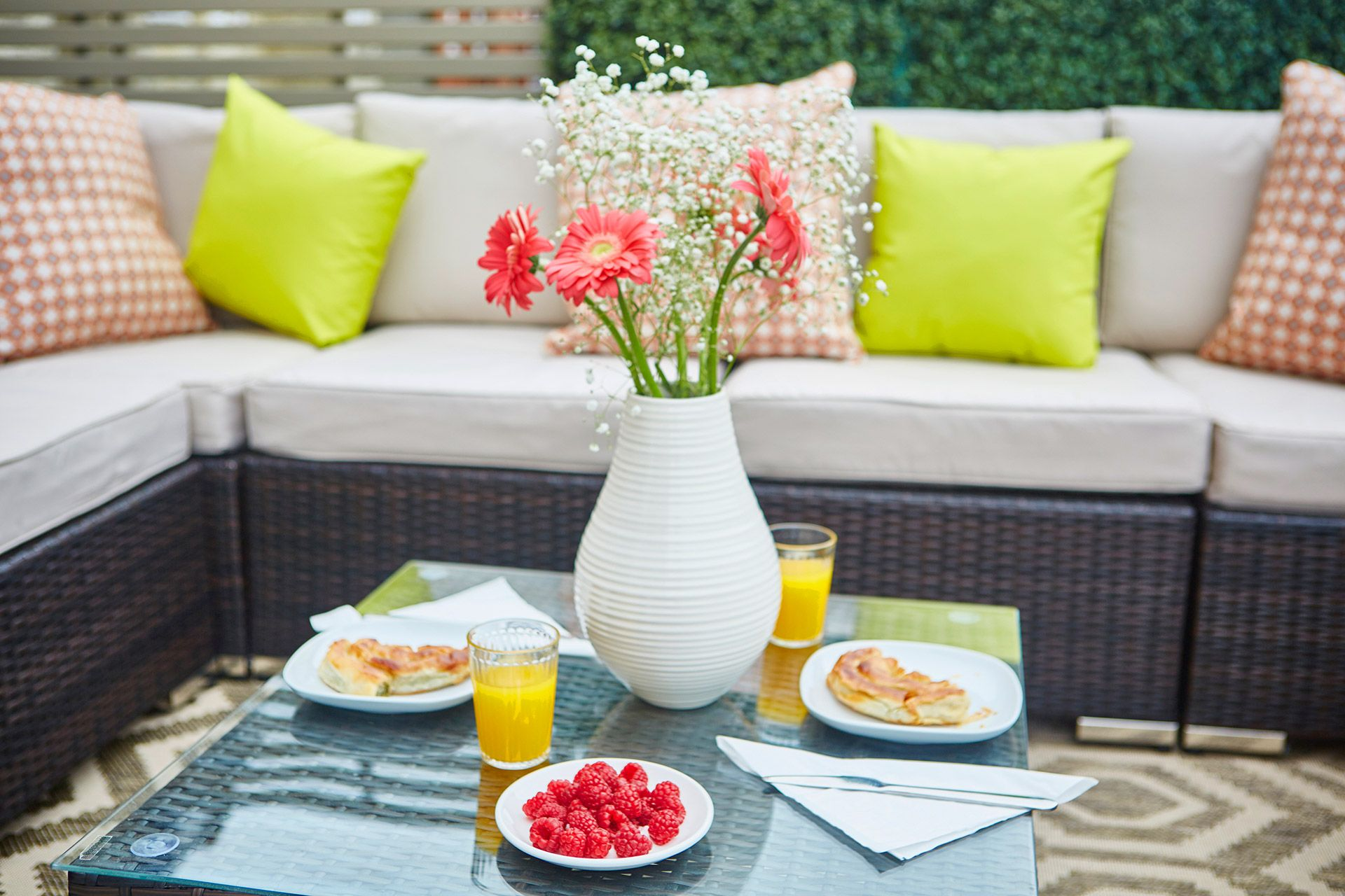 Breakfast al fresco on the rooftop terrace of the Danebury vacation rental offered by London Perfect