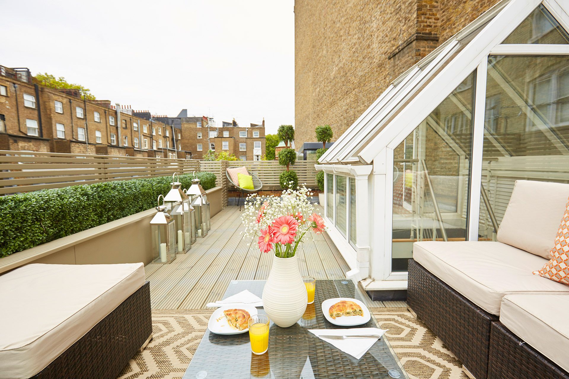 View of the terrace of the Danebury vacation rental offered by London Perfect