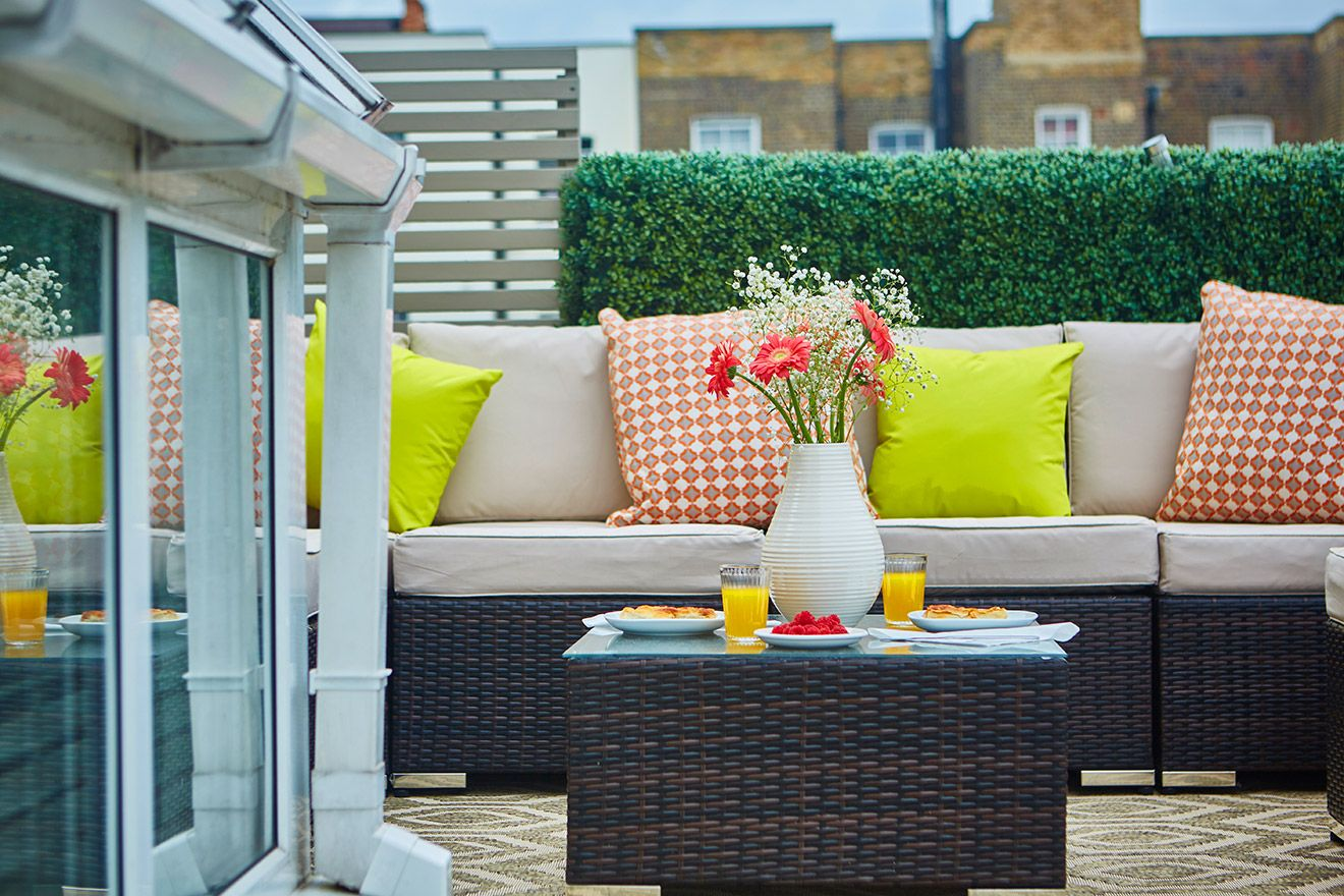 Mews house terrace of the Danebury vacation rental offered by London Perfect
