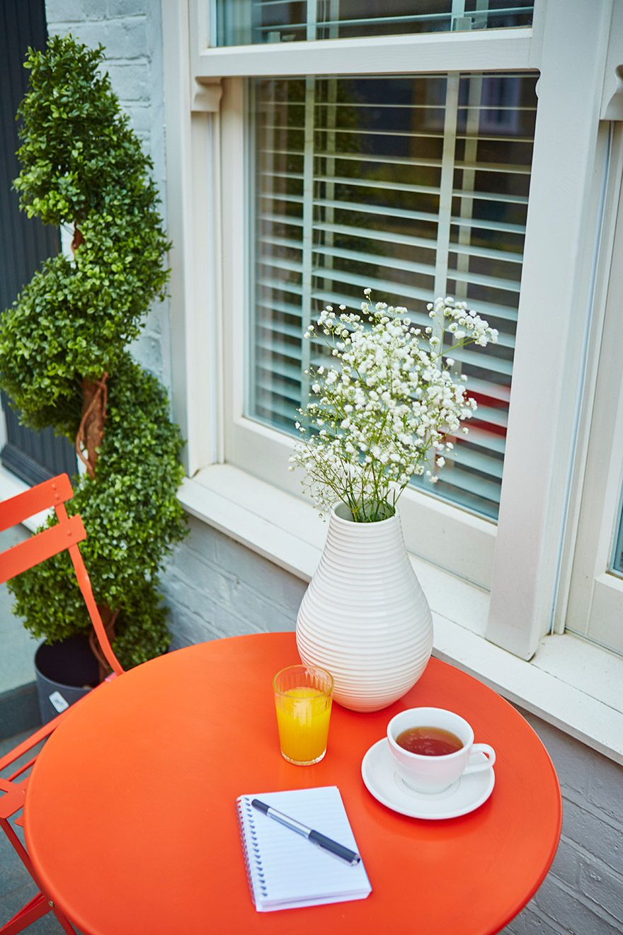 Morning coffee outside of the Danebury vacation rental offered by London Perfect