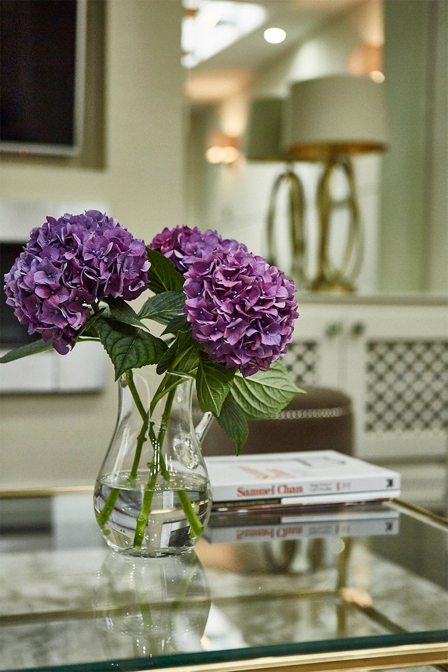 Colorful flowers in the living room of the Danebury vacation rental offered by London Perfect