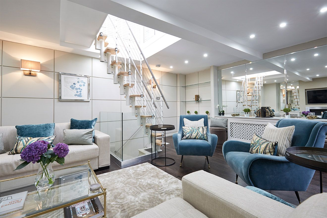 Bright and airy living area of the Danebury vacation rental offered by London Perfect