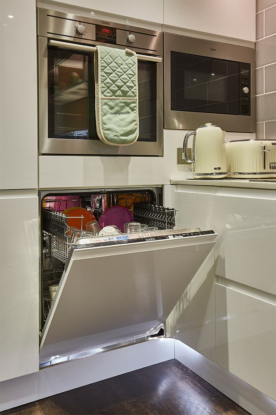 Full size dishwasher in the Danebury vacation rental offered by London Perfect
