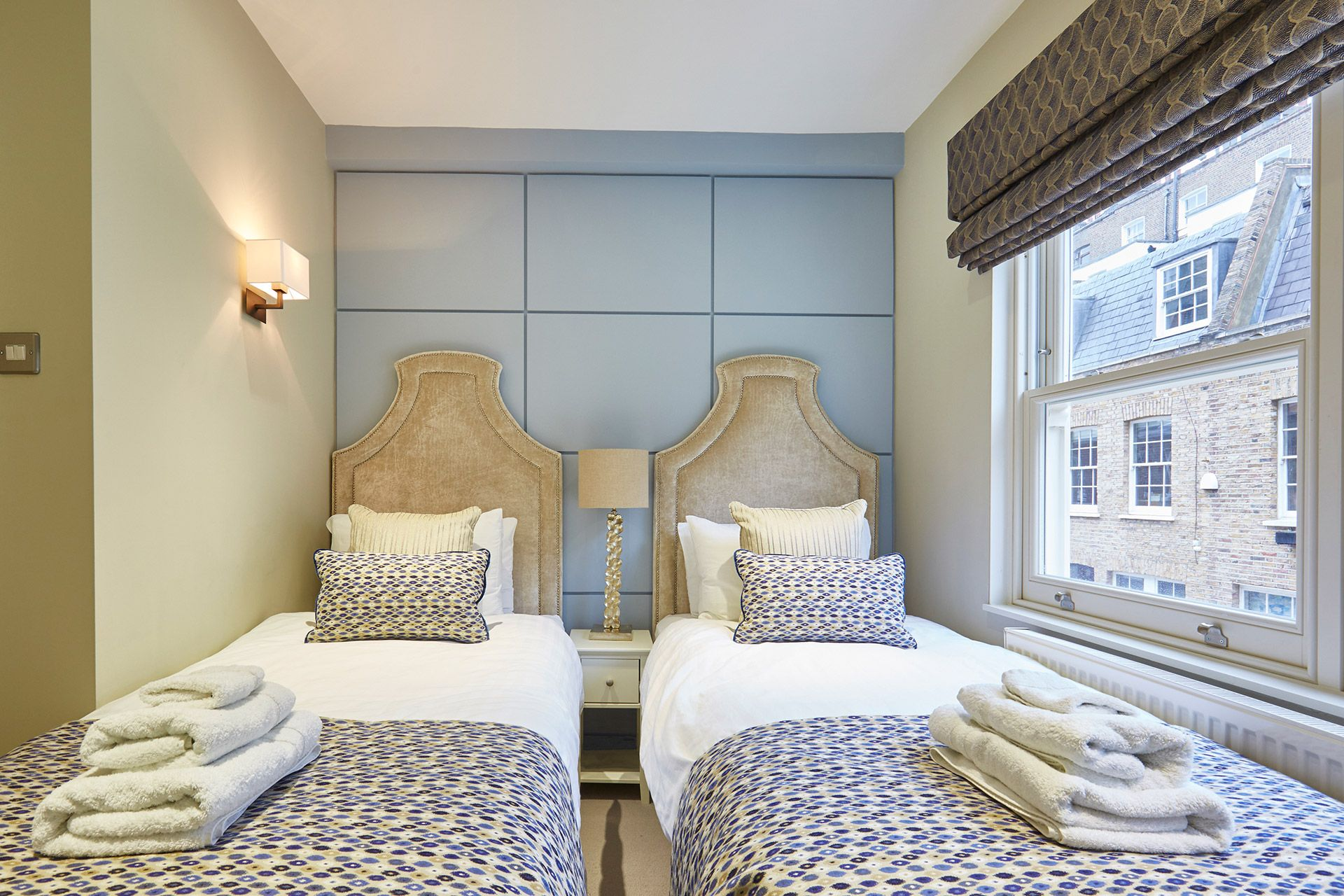 Second bedroom with two single beds in the Danebury vacation rental offered by London Perfect