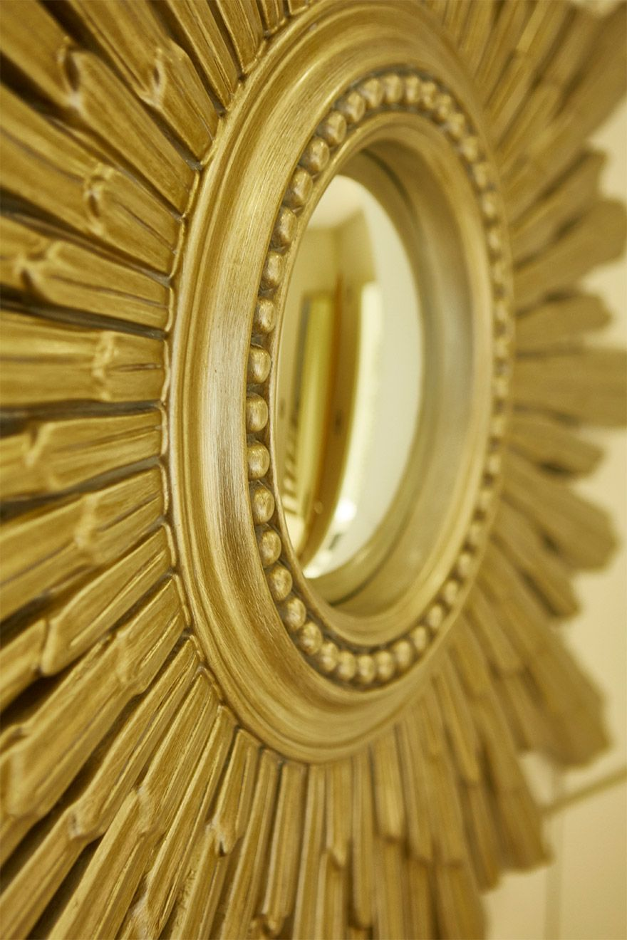 Stunning golden mirror in the Danebury vacation rental offered by London Perfect