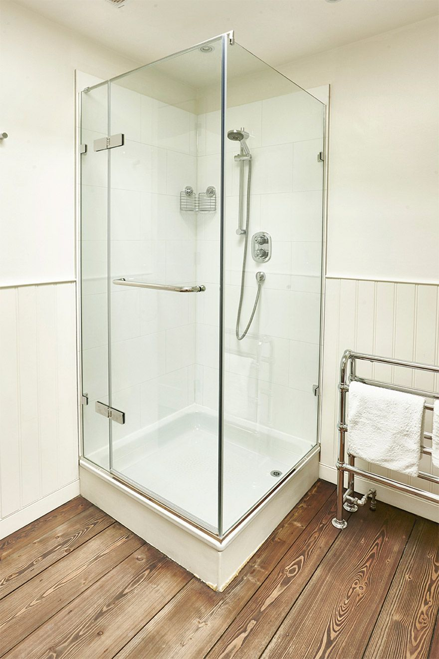 Have a glorious bathing time in this walk-in shower