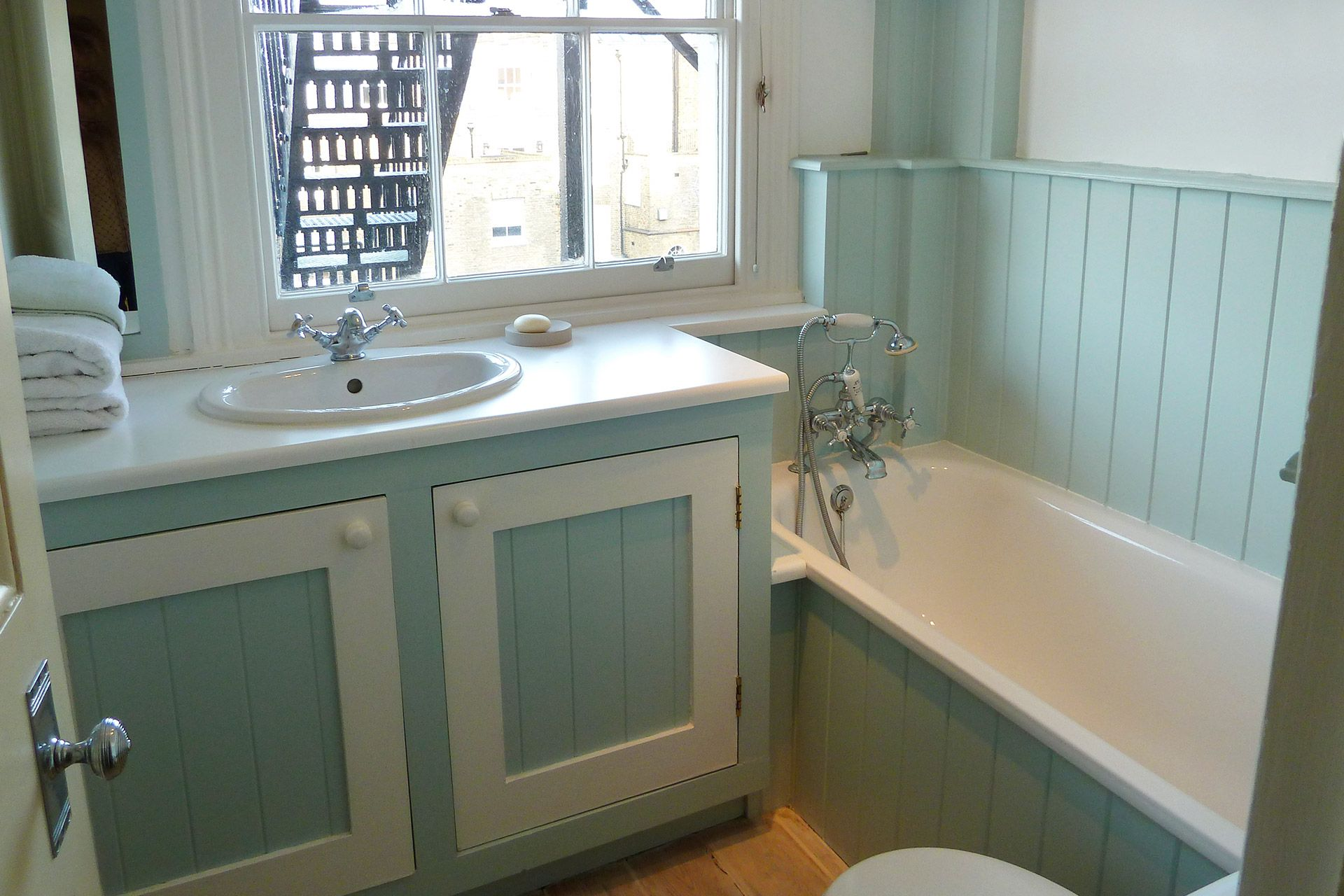 Third bathroom of The Gloucester vacation rental offered by London Perfect