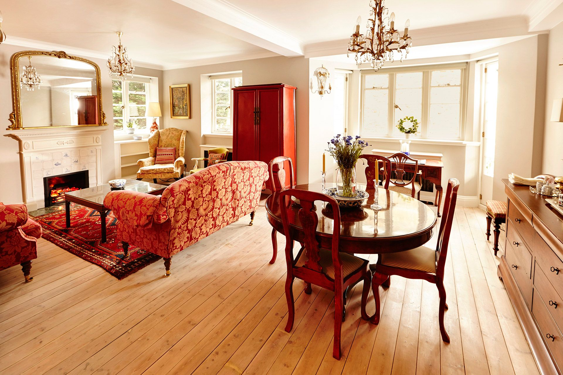 Beautifully decorated living and dining area of the MacDonald vacation rental offered by London Perfect