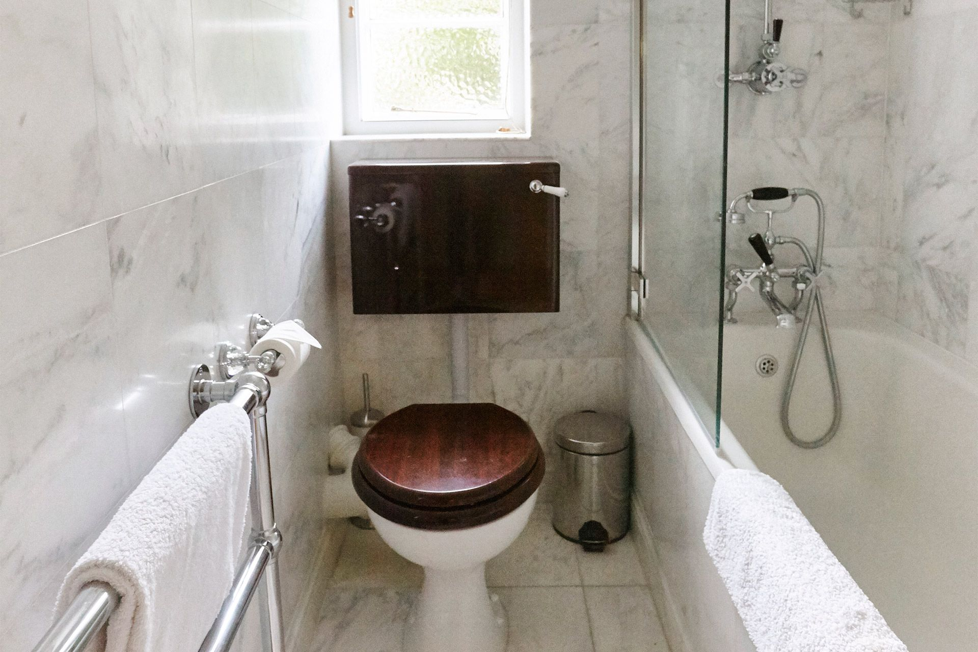 Bathroom with bathtub-shower in the MacDonald vacation rental offered by London Perfect