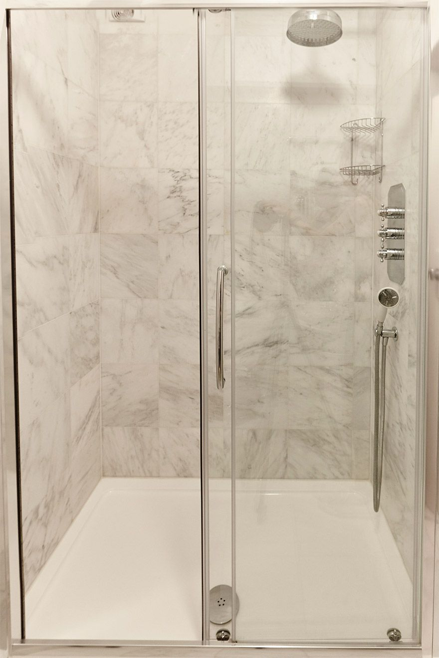 Large walk in shower in the MacDonald vacation rental offered by London Perfect