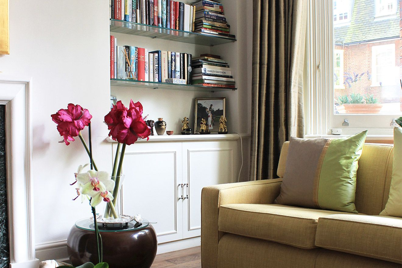 Bookcase in the living room of the Christchurch vacation rental offered by London Perfect