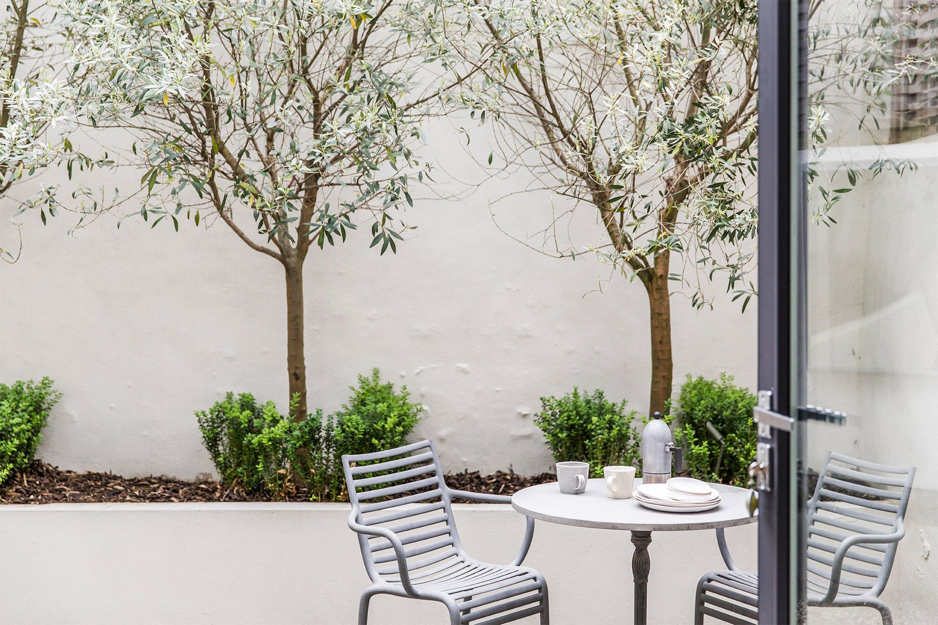 Private courtyard garden of The Walton vacation rental offered by London Perfect
