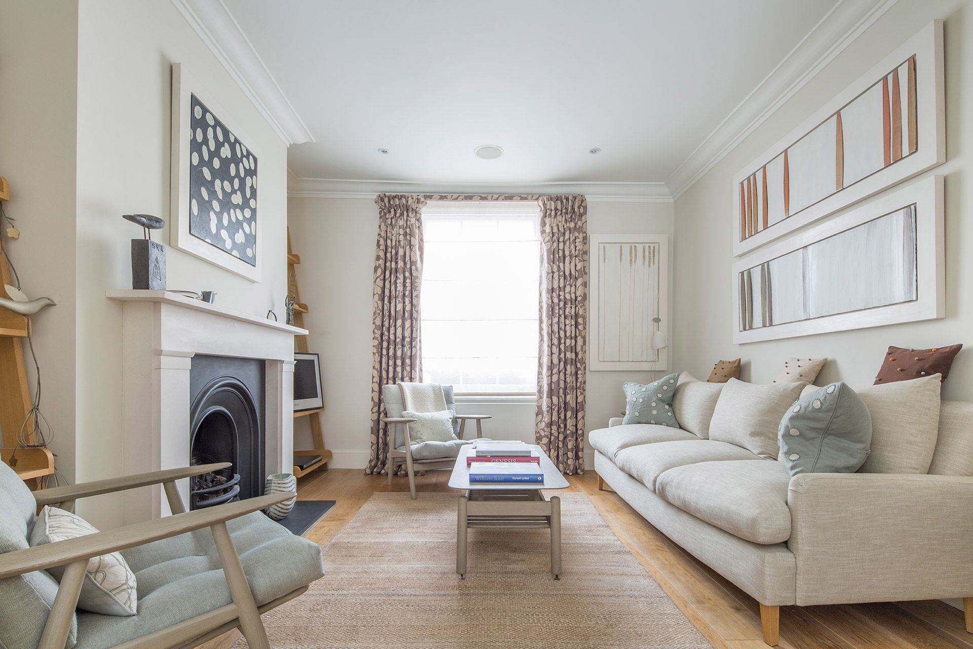 Large living room of The Walton vacation rental offered by London Perfect