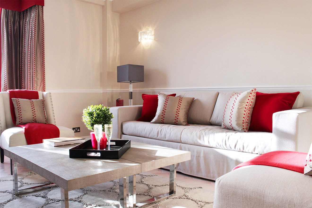 Comfortable seating area of the Leicester vacation rental offered by London Perfect
