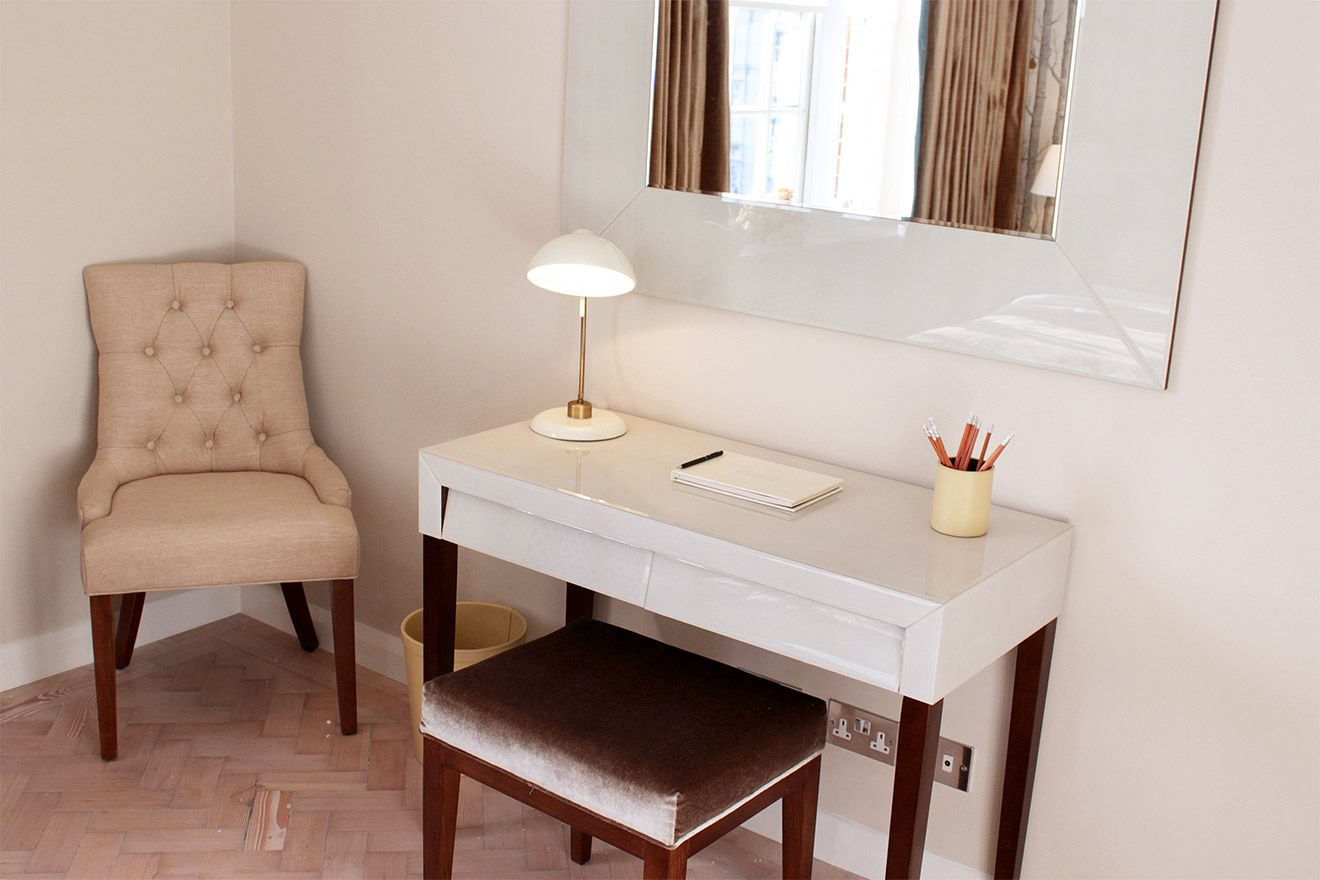 Modern writing desk in the Leicester vacation rental offered by London Perfect