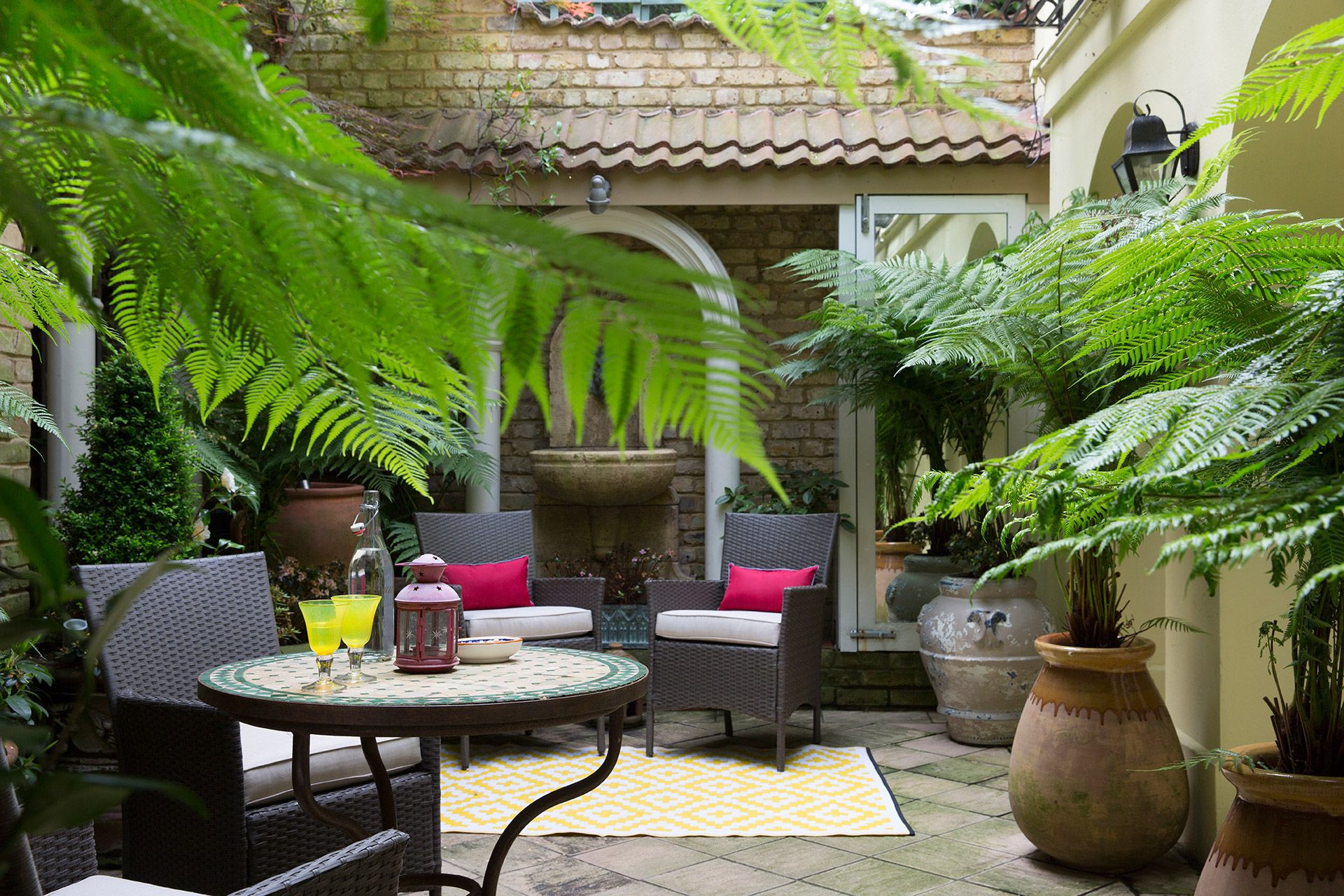 Stunning patio garden of the Cornwall vacation rental offered by London Perfect