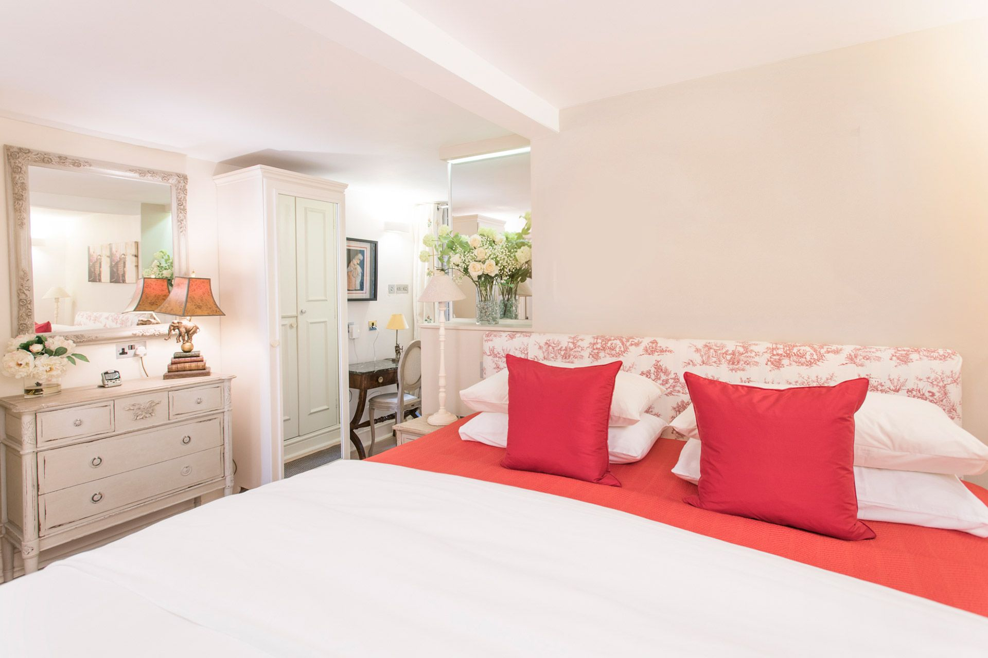 Pretty touches in the bedroom of the Cornwall vacation rental offered by London Perfect