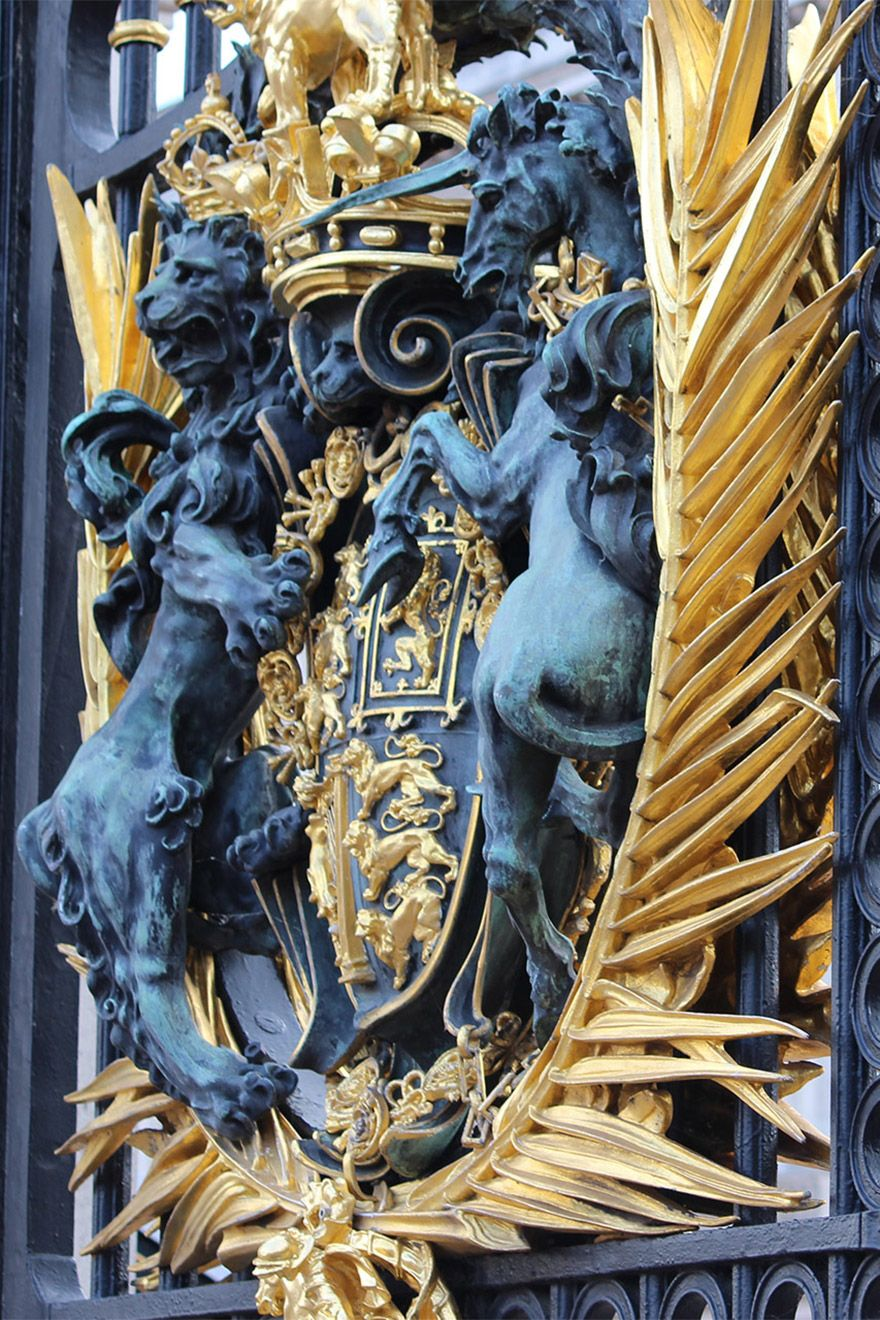 Golden details on the Buckingham Palace fence