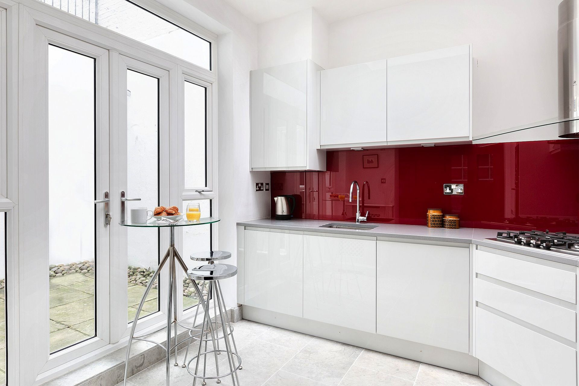 Modern kitchen in the Coleherne vacation rental offered by London Perfect