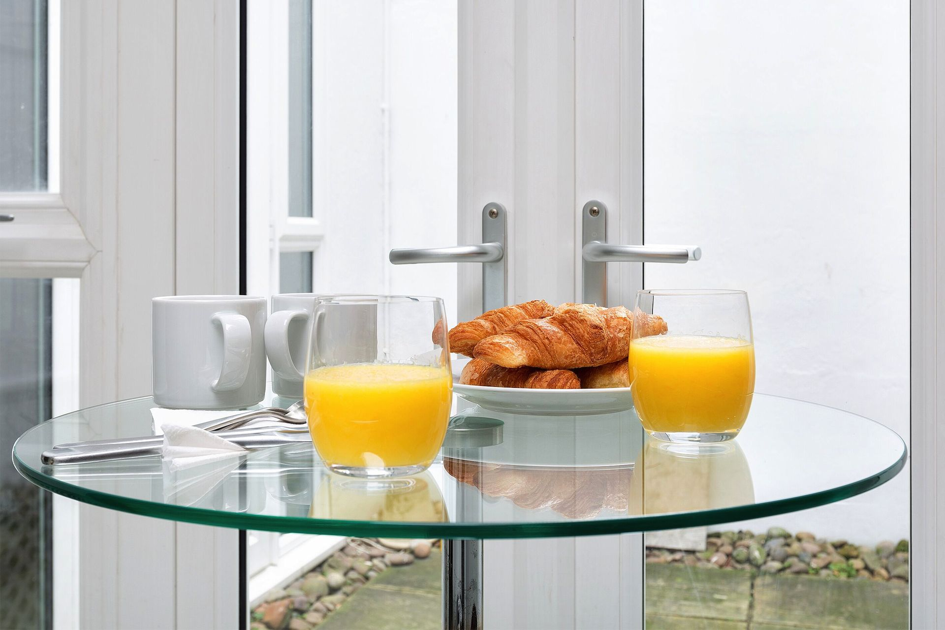 Dining table in the Coleherne vacation rental offered by London Perfect