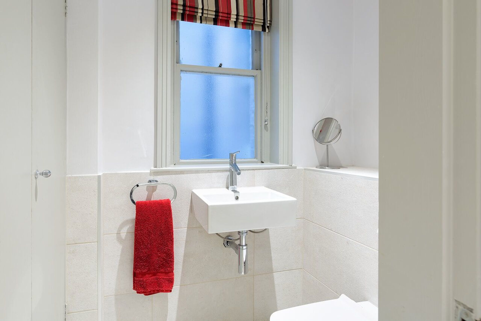 Half-bath in the Coleherne vacation rental offered by London Perfect