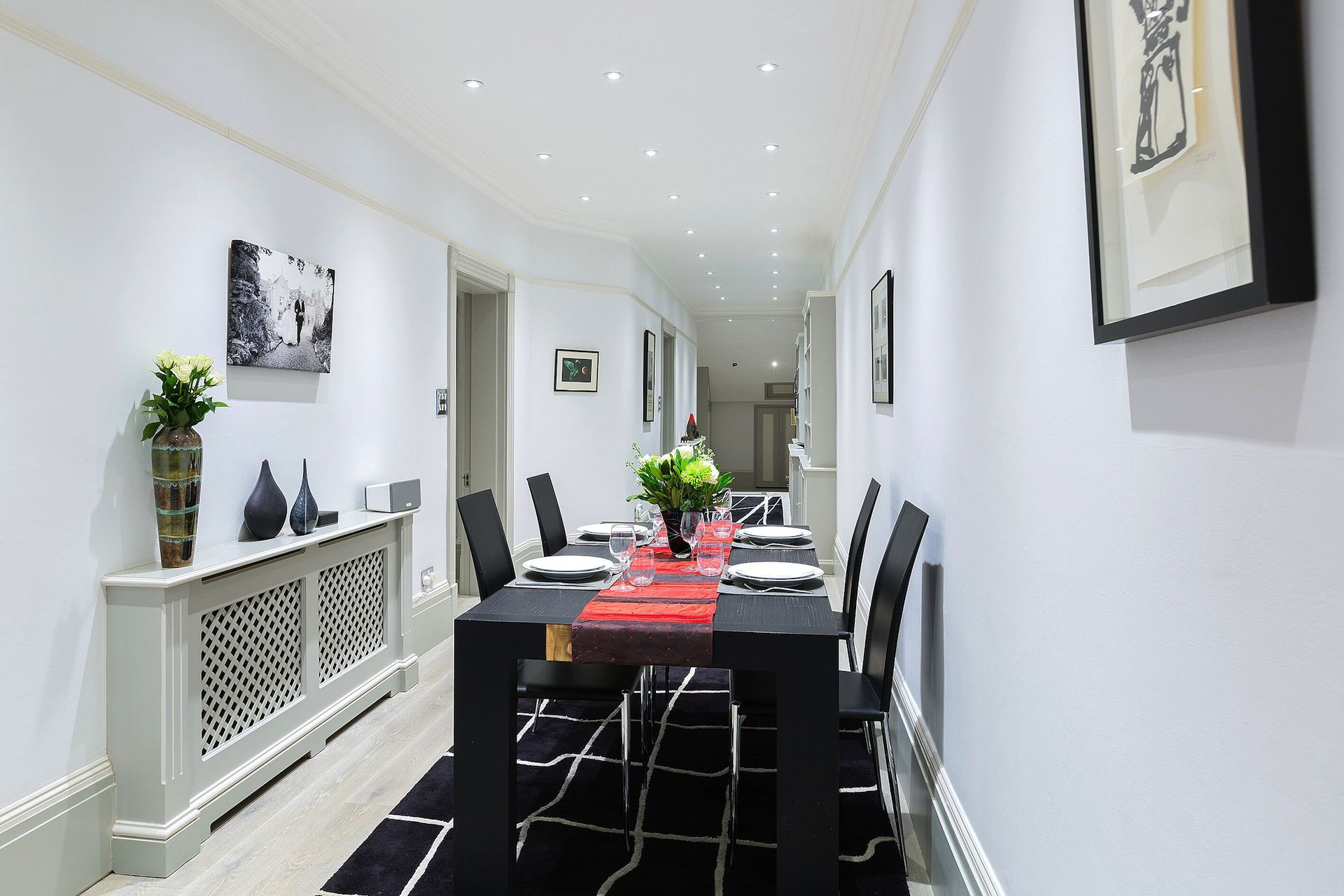 Large dining table of the Coleherne vacation rental offered by London Perfect