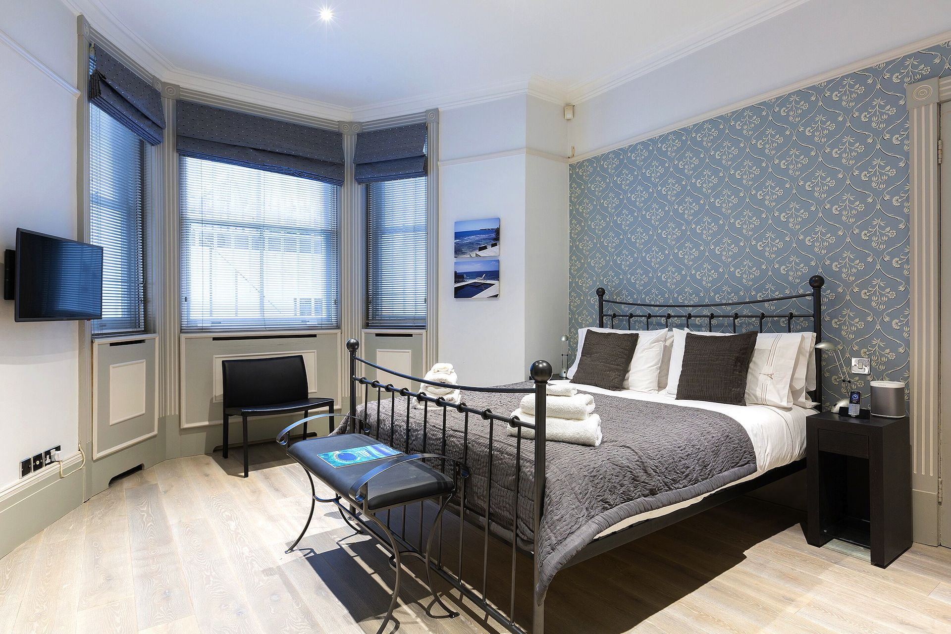 First bedroom in the Coleherne vacation rental offered by London Perfect