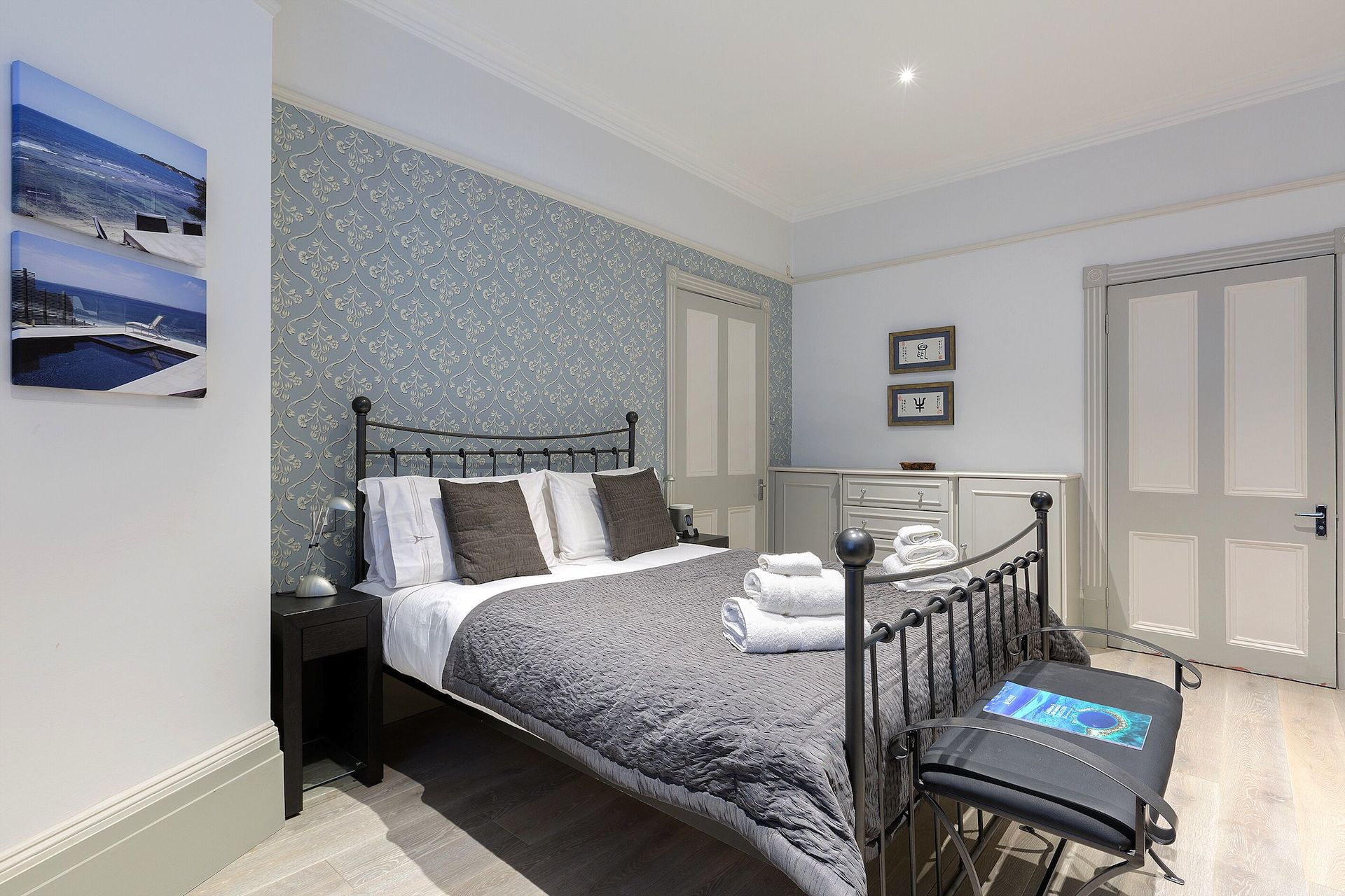 Elegant decor of the Coleherne vacation rental offered by London Perfect