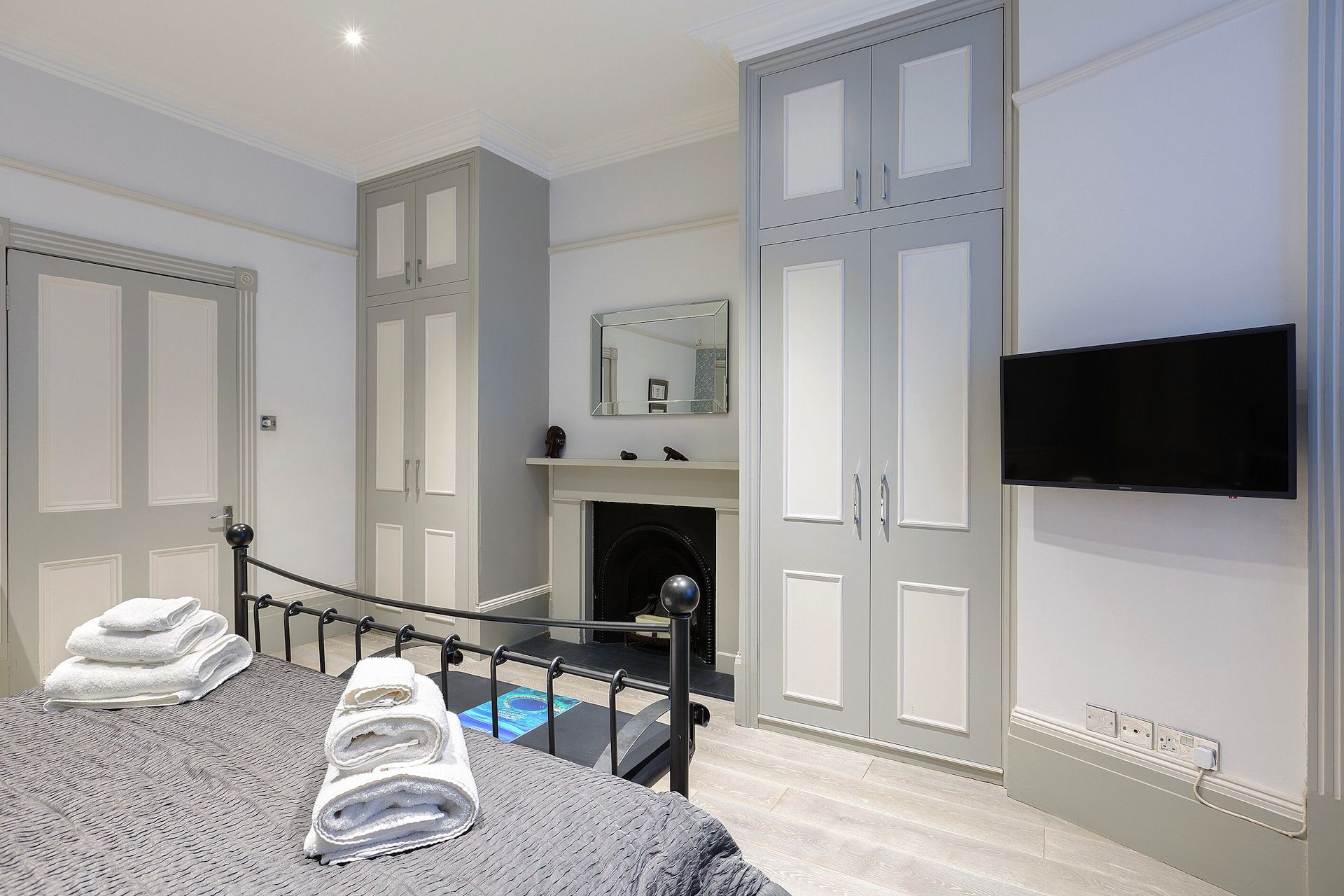 Plenty of storage in the Coleherne vacation rental offered by London Perfect