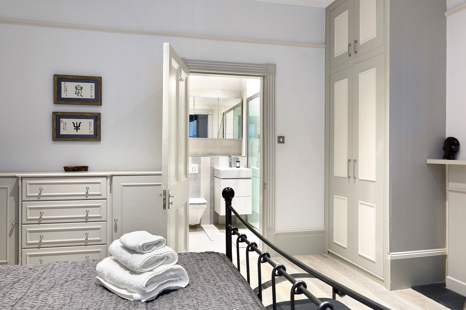 En suite bathroom in the Coleherne vacation rental offered by London Perfect