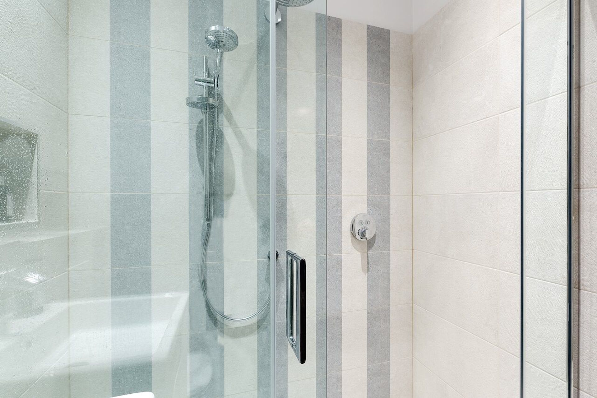 Shower in the en suite of the first bedroom in the Coleherne vacation rental offered by London Perfect