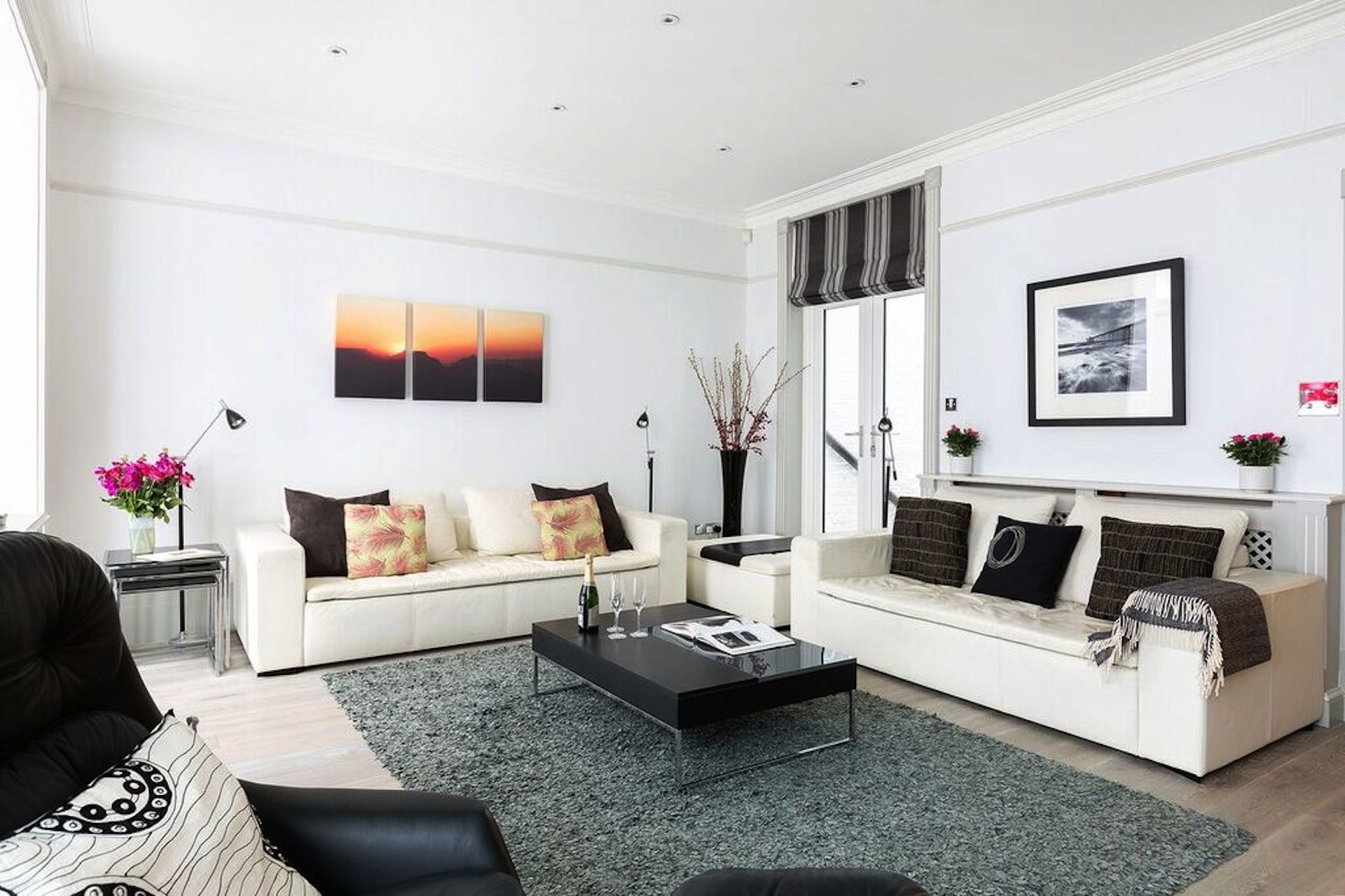 Two full sofas in the Coleherne vacation rental offered by London Perfect